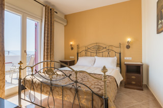 Family Apartment with Sea View ariadne hotel